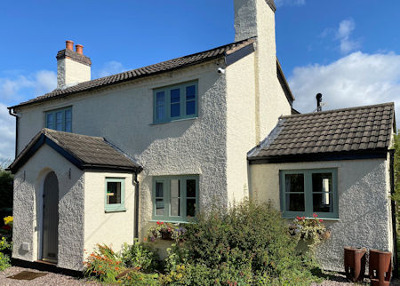 - South Cheshire Glass uses Spectus Flush Casement windows for cottage renovation