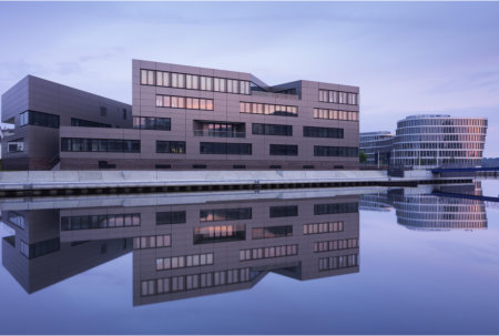 "Cool elegance on the water – ""CentoNew"" office building uses SWISSPACER"